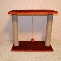 Когтеточка с длинной лежанкой и двумя столбами